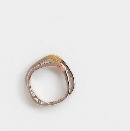 mina.jewelryは二人にとって特別で、心地の良い指輪をつくりたいと考えています。